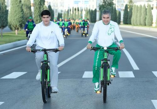 Türkmenistanda Bütindünýä welosiped güni bellenildi